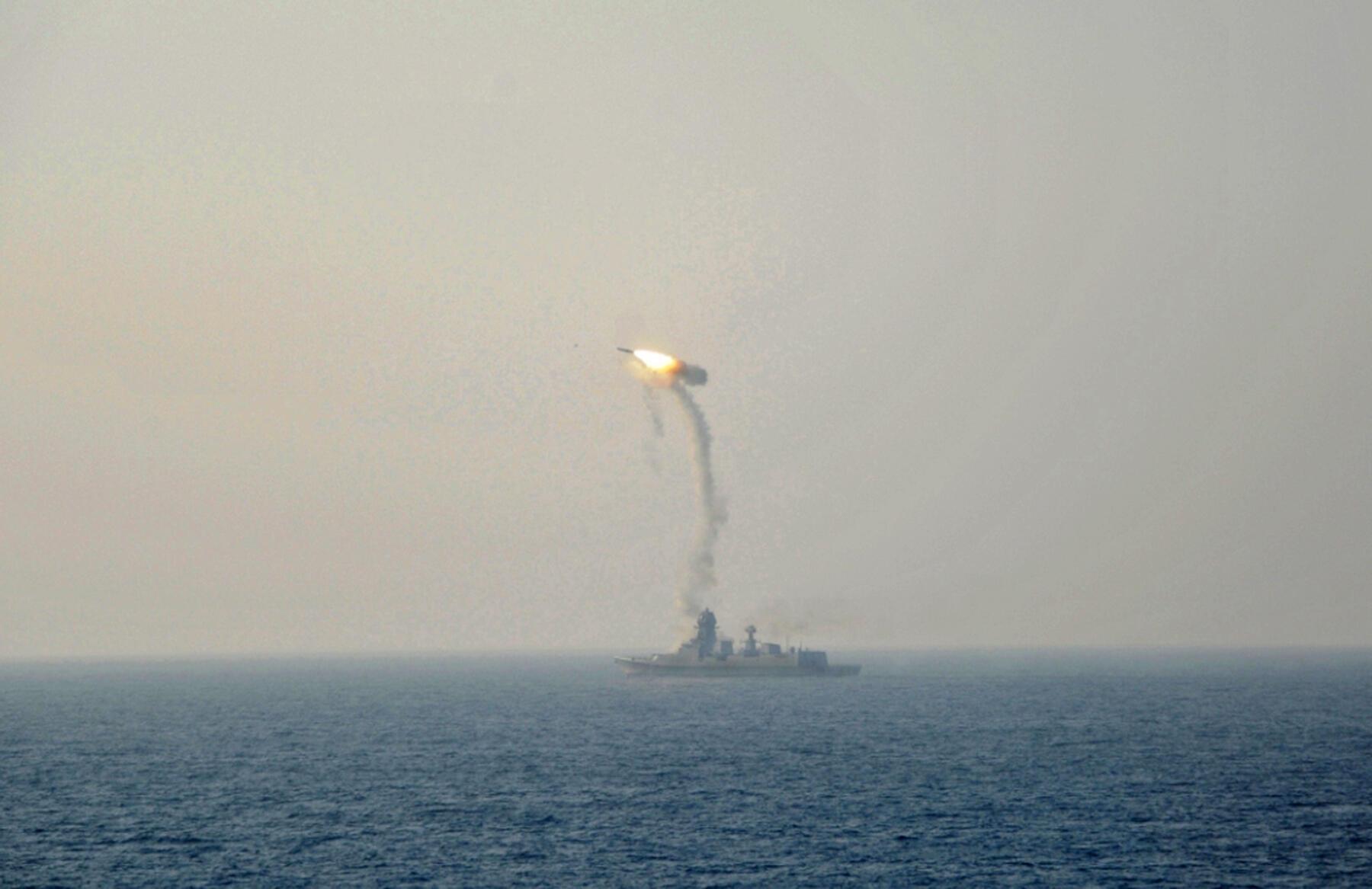 Ấn Độ bắn thử tên lửa BrahMos (ảnh do bộ Quốc Phòng công bố ngày 01/11/2015)