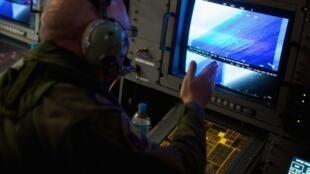 Buscas pelo avião da Malaysia Airlines desaparecido entra na sua terceira semana.