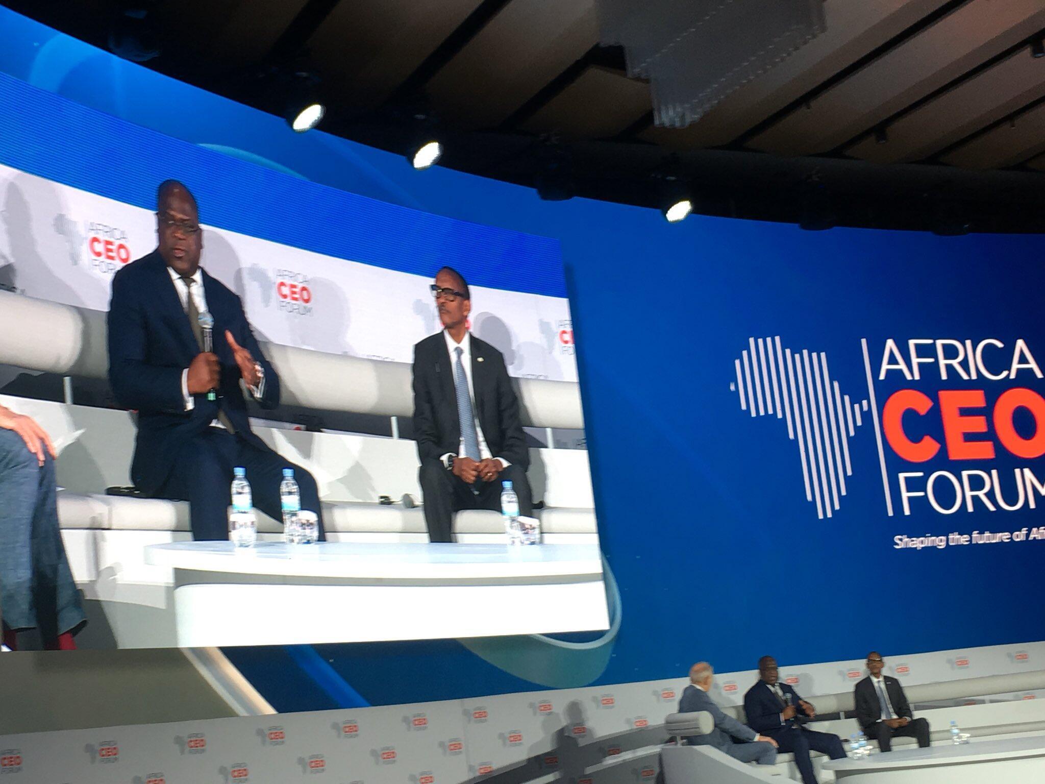Rais Felix Tshisekedi (kushoto) na Paul Kagame katika Kongamano kuhusu fursa za kibiashara Afrika Machi Machi 26.