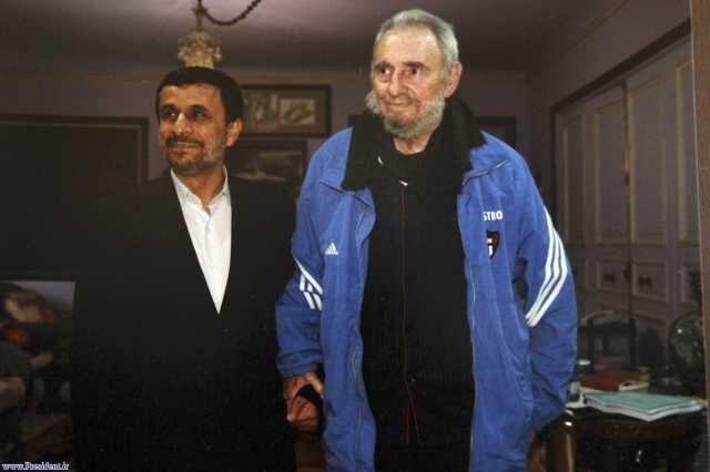 El presidente iraní, Mahmud Ahmadinejad, fue recibido por el ex líder cubano Fidel Castro. Imagen difundida por la Presidencia de Cuba.