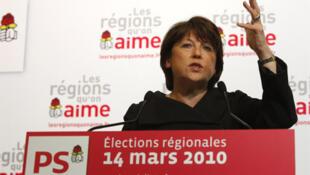 Bà Martine Aubry, lãnh đạo đảng Xã Hội Pháp, phát biểu tại trụ sở của Đảng ở Paris, sau vòng một cuộ bầu cử cấp vùng