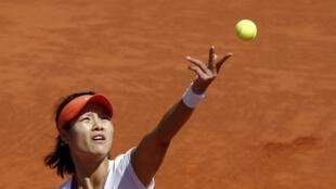 A chinesa Na Li enfrenta a russa Maria Sharapova na luta por uma vaga na final do Grand Slam francês