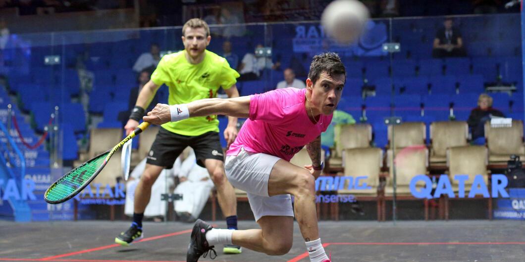El colombiano Miguel Ángel Rodríguez en plena acción durante el campeonato del mundo de Squash que se celebra en Qatar durante el mes de noviembre de 2020.