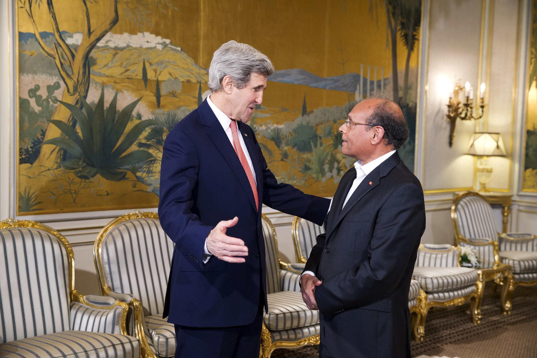 Джон Керри и президент Туниса Мохамед Монсеф Марзуки в президентской резиденции Карфаген 18/02/2014