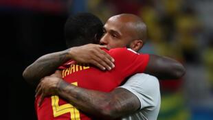 Thierry Henry félicite Romelu Lukaku, un des joueurs de l'équipe belge qui a battu le Brésil en quart de finale, le 6 juillet 2017.