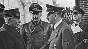Marshal Philoppe Pétain (L) meets Adolf Hitler in 1940