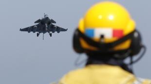 La France participe désormais au sein de l'Otan aux opérations militaires en Libye.