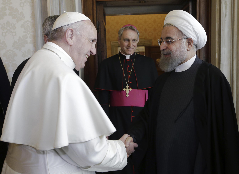 Giáo hoàng Phanxicô tiếp tổng thống Iran Hassan Rohani tại Vatican ngày 26/01/2016.