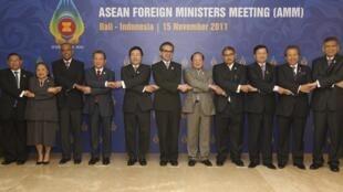 Các ngoại trưởng ASEAN trong cuộc họp ngày 15/11/2011, Bali, Indonesia