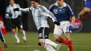 Una sola cosa es segura en la selección argentina: Lionel Messi (aquí contra Francia en 2009) es un fenómeno.