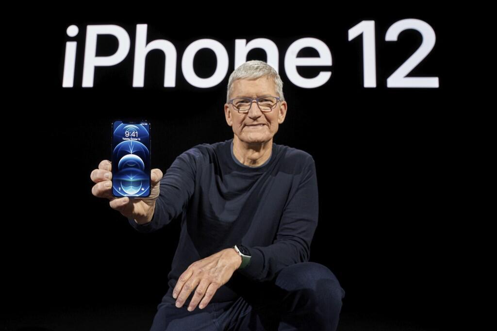 Le PDG d'Apple Tim Cook lors de la présentation de l'iPhone 12 le 13 octobre 2020.