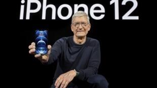 Le PDG d'Apple Tim Cook lors de la présentation de l'iPhone 12, le 13 octobre 2020.