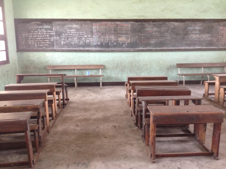 Une salle de classe vide lors de la rentrée scolaire à Kinshasa, RDC, le 5 septembre 2016.