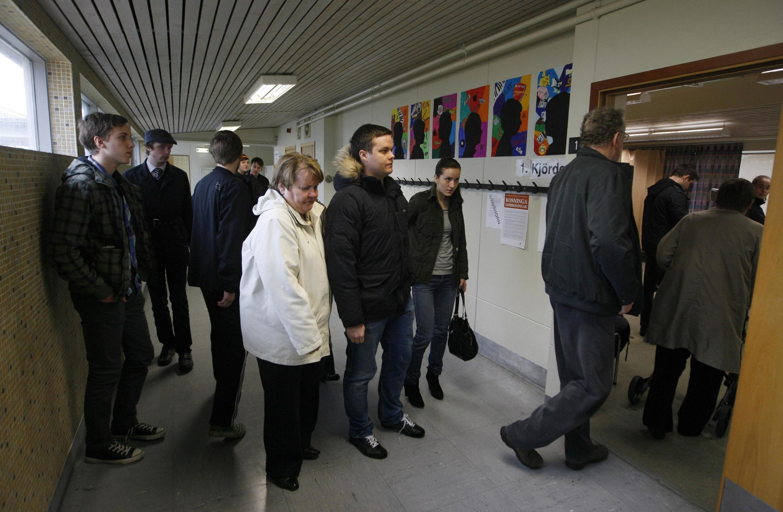 230.000 electores votaron sobre la ley que debe establecer la devolución de la deuda contraída por el banco Icesave