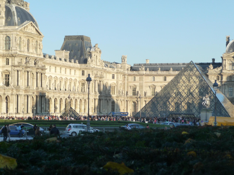 Двор Лувра, Пирамида