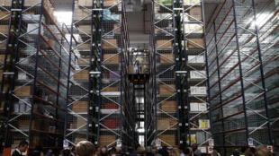 Сортировочный центр Amazon в коммуне Бов на севере Франции