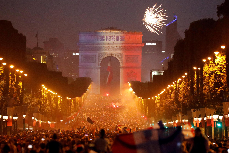 تیم ملی فرانسه پس از ۲۰ سال، بار دیگر جام جهانی را از آن خود کرد و تا چهار سال دیگر نگهبان جام قهرمانی ملت های جهان خواهد بود.