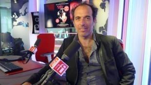 Francisco Leiva en los estudios de RFI