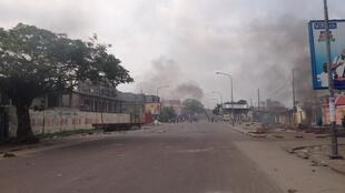 Près de l'Assemblée nationale, un rassemblement de plus de 300 personnes a été dispersé à coup de gaz lacrymogènes et de tirs, à Kinshasa, RDC, le 19 janvier 2015.
