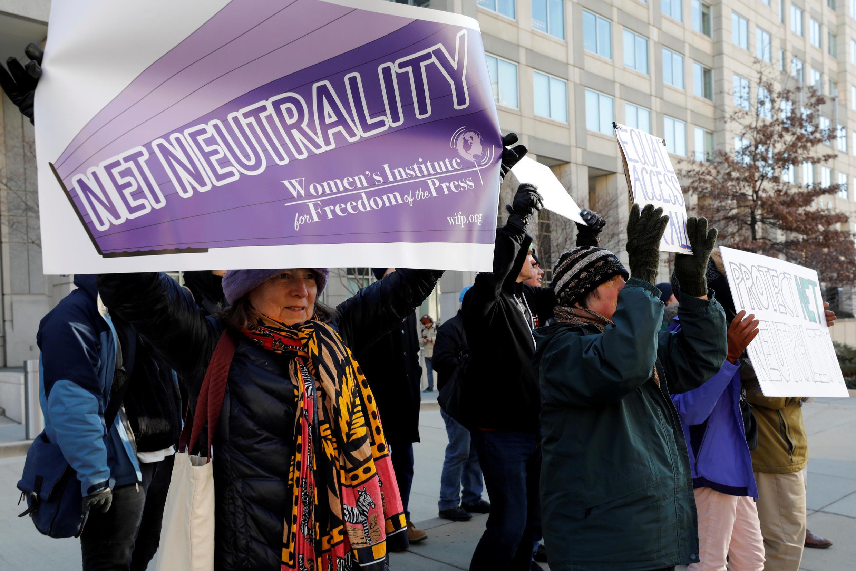 Manifestación contra la supresión de la neutralidad de Internet en Washington