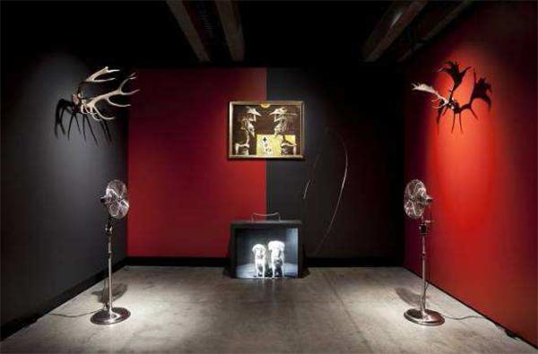 L'exposition «Théâtre du monde» se tient jusqu'au 12 janvier 2014 à la Maison rouge, à Paris.