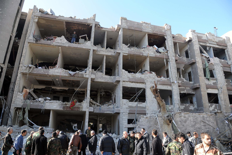 Um prédio atingido por um carro-bomba neste sábado, em Damasco.