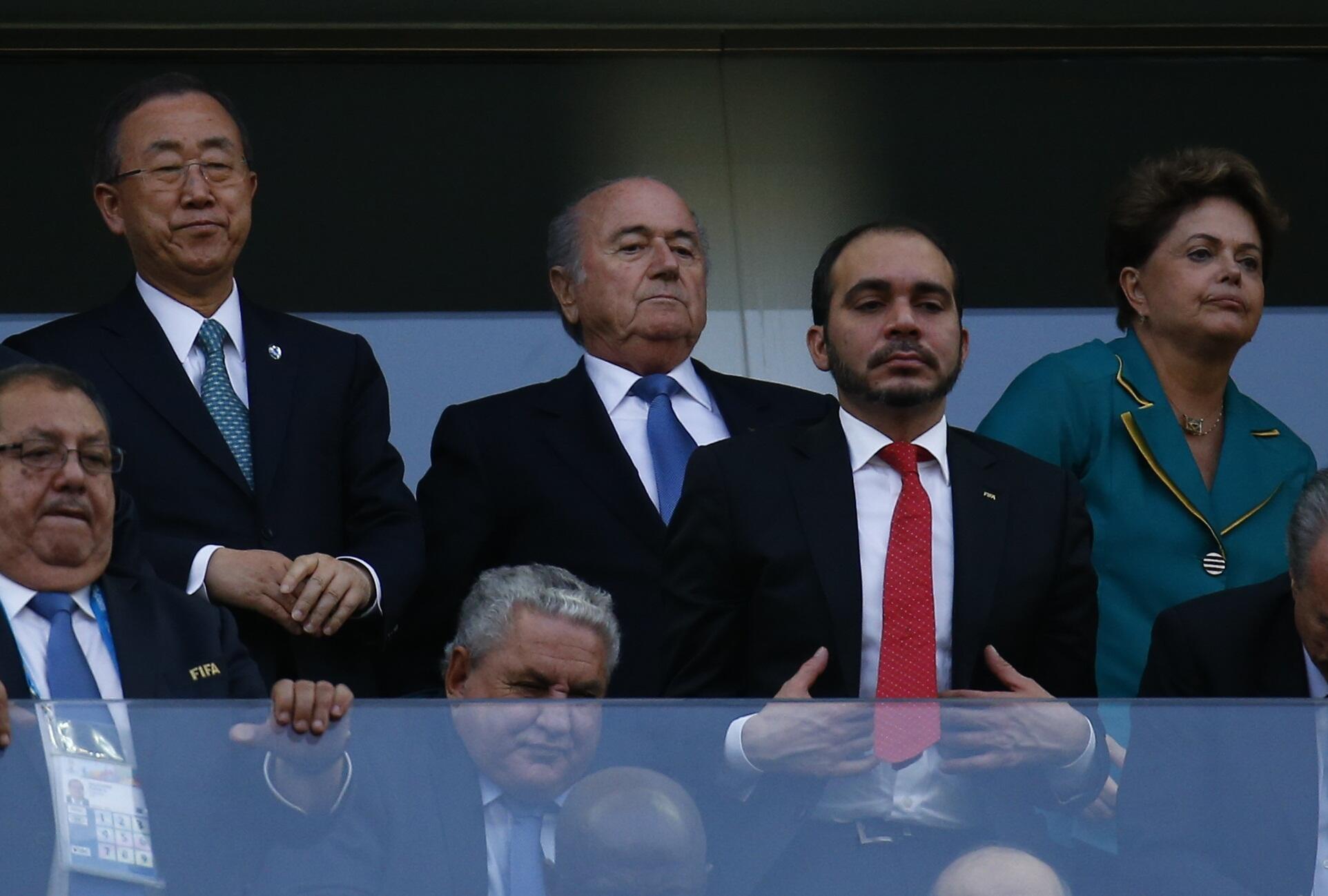 Ông Ban Ki-moon trên khán đài danh dự, trong buổi lễ khai mạc 12/06/2014.