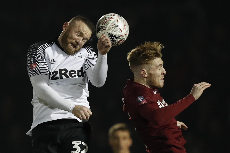 Wayne Rooney ya shiga sahun masu neman a hana yara dukan kwallo da ka.
