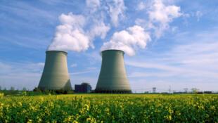 La centrale nucléaire de Belleville-sur-Loire dans le Cher, à proximité du Sancerrois (France, centre)