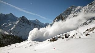 An avalanche in the French Alps left one dead on 28 December 2014.