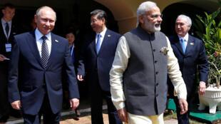 Tổng thống Nga Vladimir Putin và Thủ tướng Ấn Độ Narendra Modi (P) tại thượng đỉnh BRICS, thành phố Goa, Ấn Độ ngày 16/10/2016.