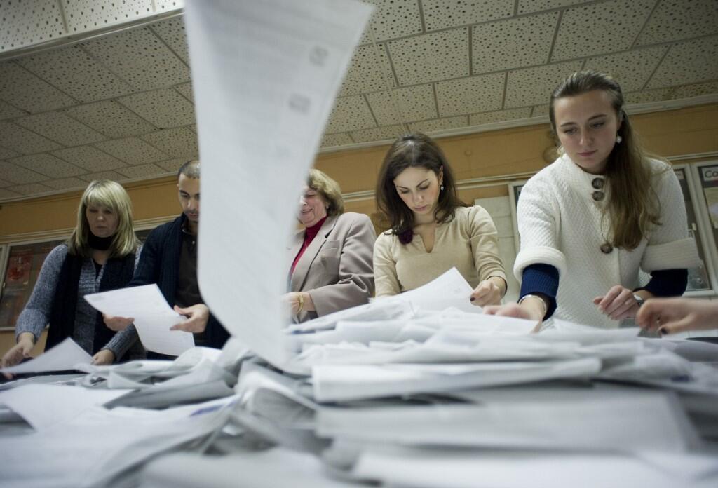 Члены избирательной комиссии на участке в Москве (фото из архива)