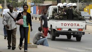 Polícia patrulha as ruas da capital moçambicana