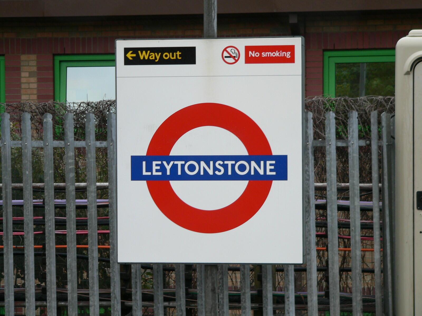 Нападение произошло вечером 5 декабря перед турникетами станции метро Leytonstone, на востоке Лондона,