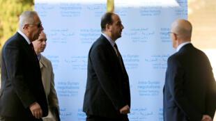 Trưởng đoàn đối lập Syria Nasr al-Hariri (trái) tới dự hòa đàm Genève 4 tại trụ sở của Liên Hiệp Quốc ngày 23/02/2017.