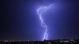 Во Франции 15 человек пострадали от удара молнии на музыкальном фестивале