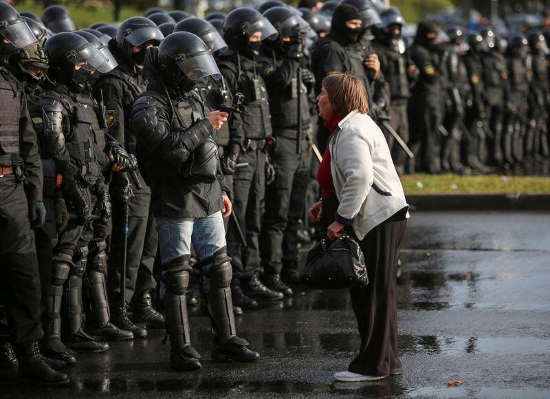 Polisi wa Belarus wapewa amri ya kutumia silaha za moto wakati wa maandamano.
