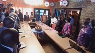 Côte d'Ivoire bin ko minisiri, ni Laurent Gbagbo ka politikitɔn ye ɲɔgon ye dɔ kɛ. O kɛnɛ ja de ye ni ye