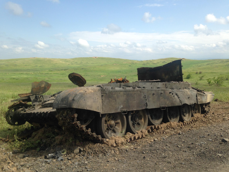 Сгоревший карабахский танк