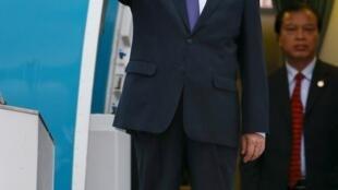 Thủ tướng Việt Nam Nguyễn Tấn Dũng tới Kuala Lumpur, Malaysia, ngày 20/11/2015, dự Thượng đỉnh ASEAN