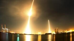 Hỏa tiễn Falcon 9 đã đạt tới độ cao 200 km trước khi tầng một rơi trở về Trái Đất.
