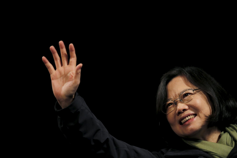 Tsai Ing-wen (no centro da imagem) primeira mulher presidente de Taiwan.