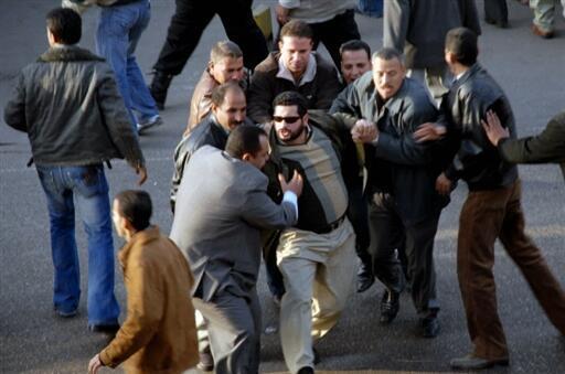 Polisi ikwakamata wafuasi wa vuguvugu la Muslim brohterhood, katikamaandamano ya kumuunga mkono rais Mohamed Morsi alieng'atuliwa madarakani.