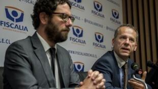 Antonio Segovia y Etienne Manteaux dan una conferencia de prensa en Santiago de Chile,este 16 de abril de 2019.