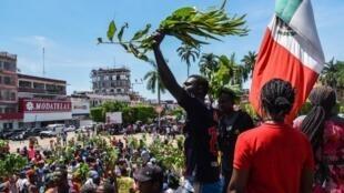Des migrants africains défilent pour demander des visas humanitaires leur permettant de traverser le Mexique en route vers les États-Unis, à Tapachula, dans l'État du Chiapas, au Mexique, à la frontière avec le Guatemala, le 30 septembre 2019.
