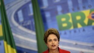 A presidente do Brasil, Dilma Rousseff, em Brasília; (18.05.15)