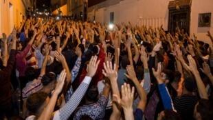Des manifestants du mouvement Hirak le 11 juin 2017 à Al Hoceima au Maroc.