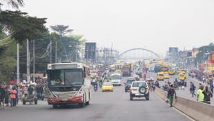 Moja ya mitaa ya Kinshasa.