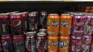 Les sodas et autres boissons sucrées seront plus taxés au Royaume-Uni