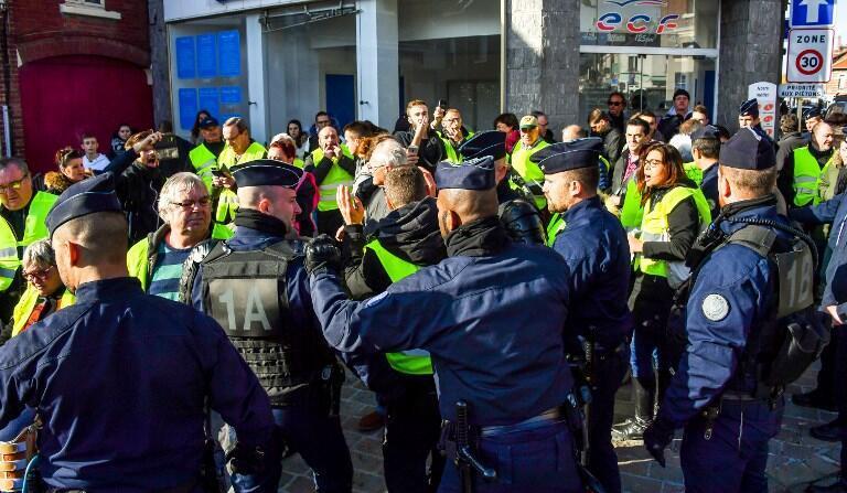 "Polícias evacua movimento ""coletes amarelos"", 9 de Novembro 2018."